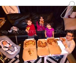 Parfois on mange même des pizzas devant le TV