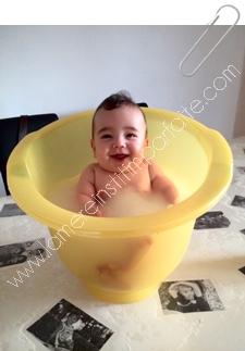 bebe dans baignoire shantala
